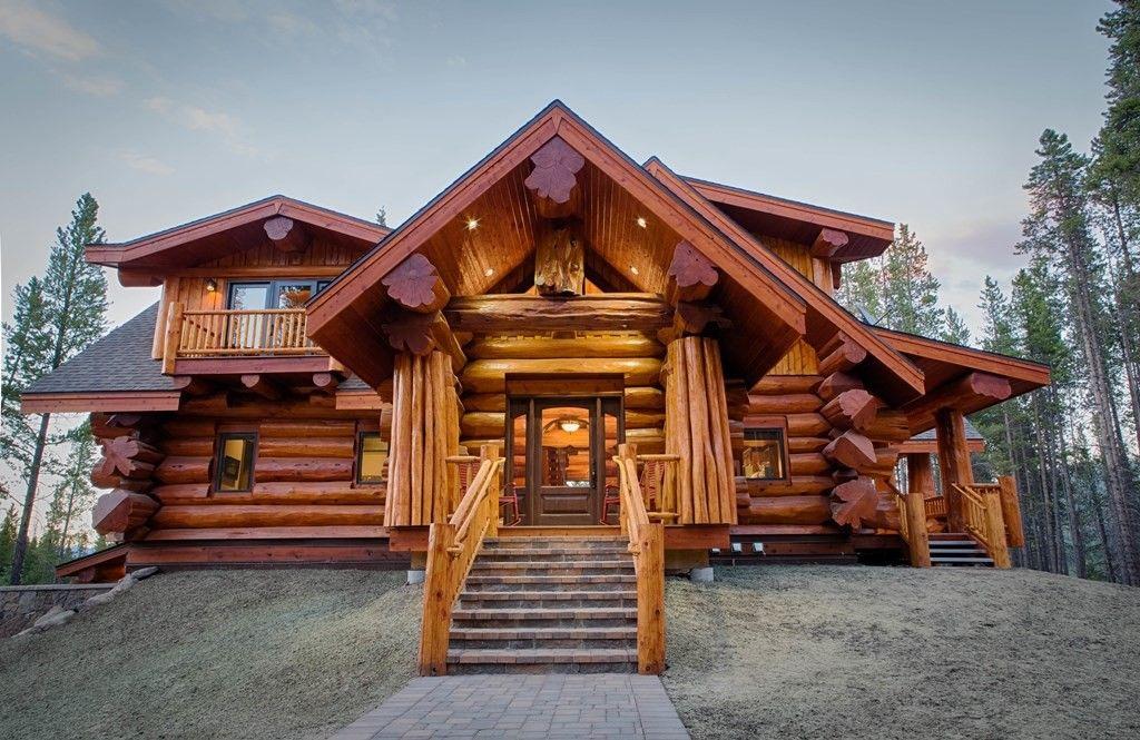 Оригинальность в строительстве домов из дерева