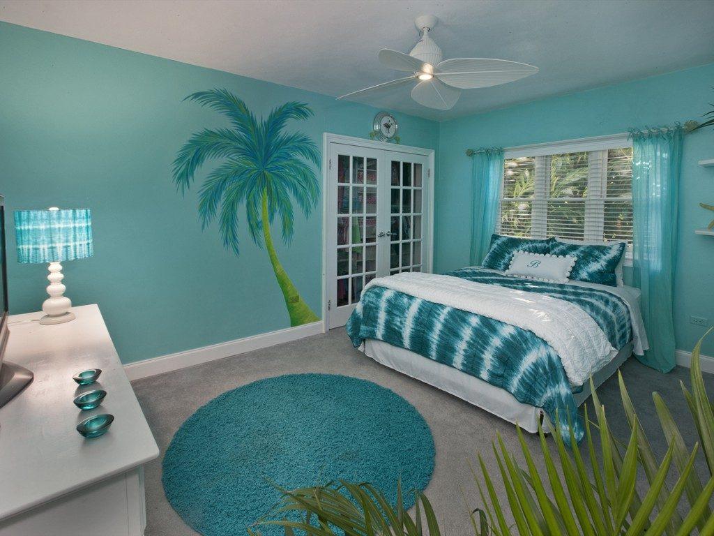 Тропическая спальня в бирюзовых тонах