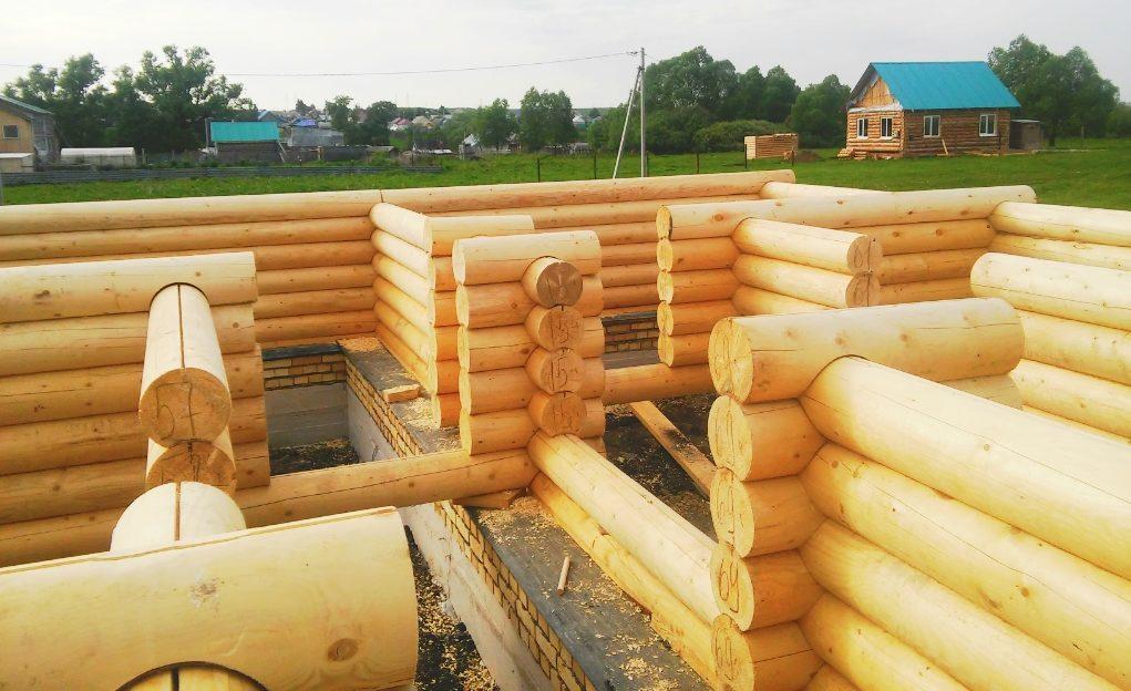 Оцилиндрованное бревно для строительства деревянного дома