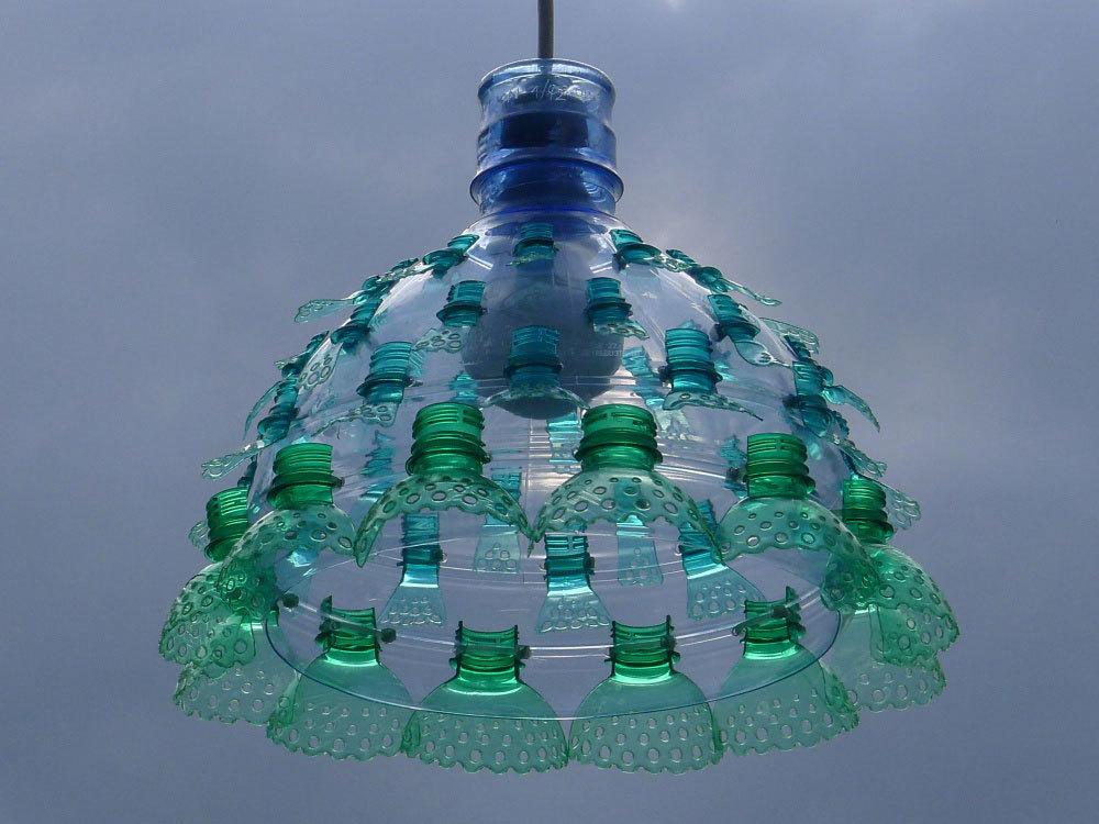 Люстра из пластиковых бутылок