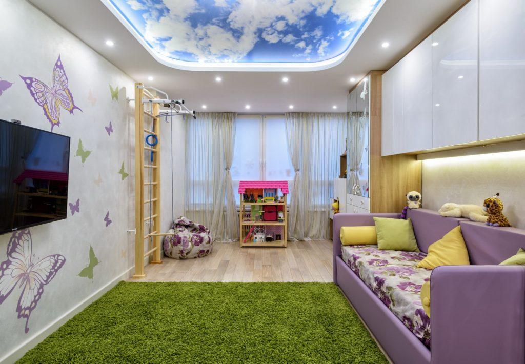 Дизайн натяжного потолка для детской комнаты
