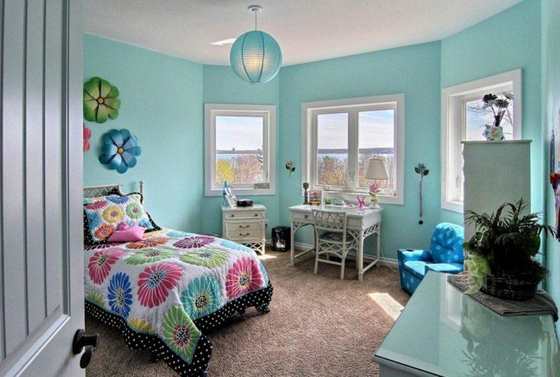 Интерьер спальни для девочки-подростка в бирюзовых тонах