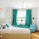 Фото 41: Бирюзовые шторы в спальне