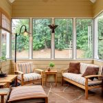 Фото 31: Деревянная мебель на веранде