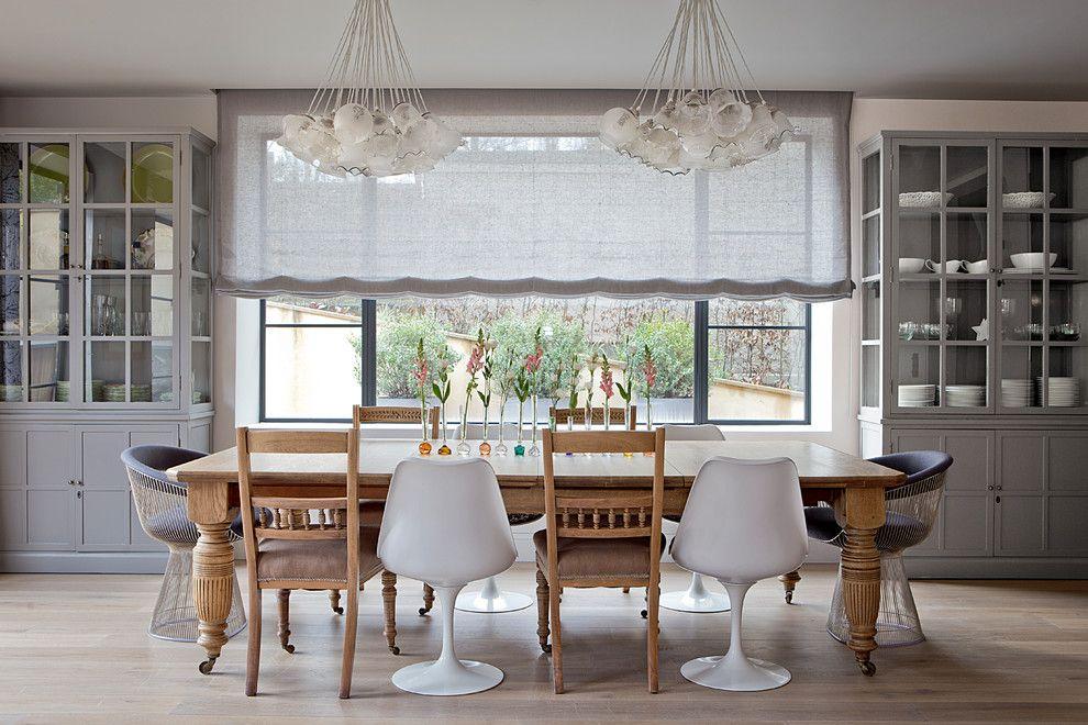Льняные римские шторы на кухне в стиле кантри