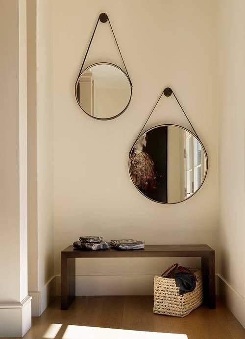 Настенные круглые зеркала для стильной прихожей в квартире