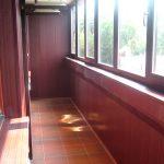 Фото 48: Остекление балконов и отделка темным пластиком