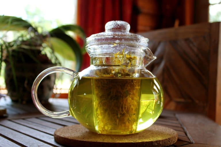 Заваренный чай с чередой