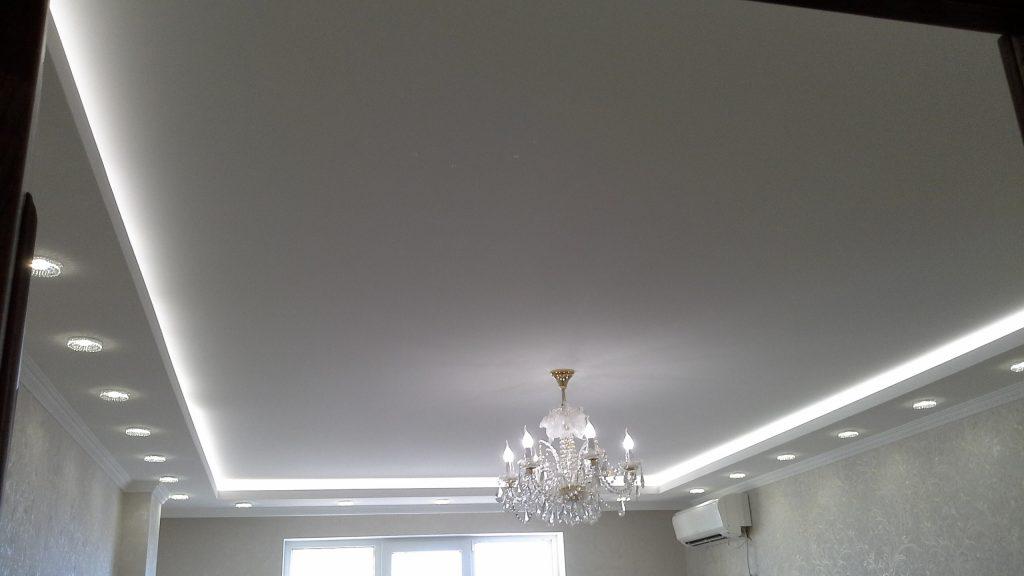 Отделка потолка точечными светильниками