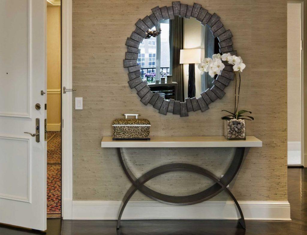 Оригинальное обрамление зеркала в стиле хай-тек