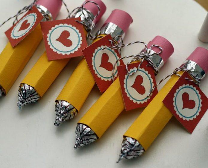 Вкусный карандаш-конфета