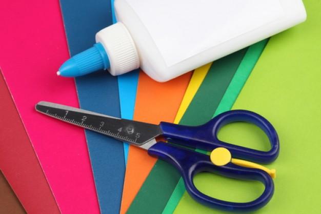 Клей, ножницы и цветная бумага