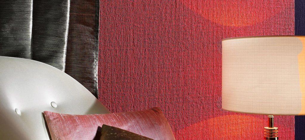 Обои покрашенные в ярко красный цвет