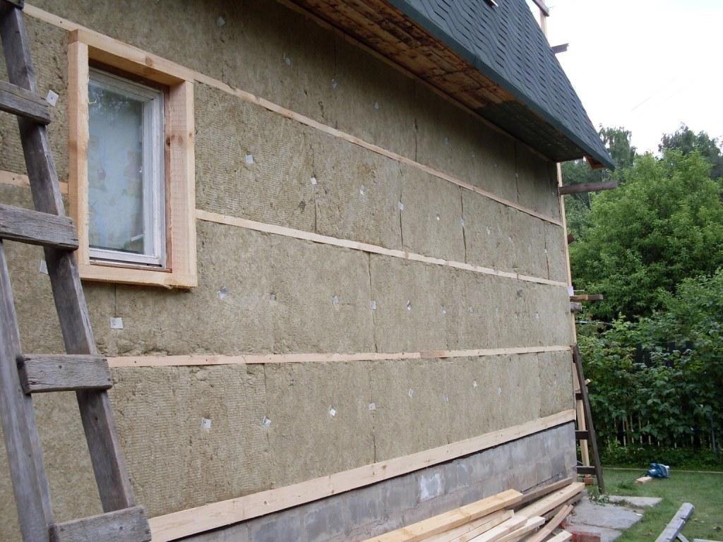 Термоизоляция и защита фасада дома миниватой