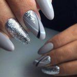Фото 121: Маникюр серый с серебром