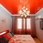 Фото 20: Красный натяжной потолок в спальне пример