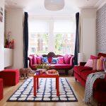 Фото 52: Яркий диван в гостиной