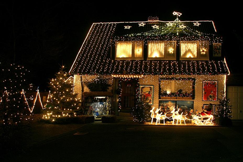 Новогодняя подсветка дома и участка снаружи