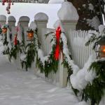 Фото 15: Украшение забора новогоднее