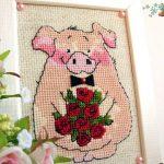 Фото 45: Картина с вышивкой в виде свинки
