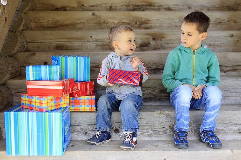 Зависть подаркам у ребенка