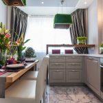 Фото 9: Диван на кухне с окном