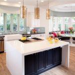 Фото 10: Диван на кухне