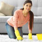 Фото 5: Девушка чистит ковёрДевушка чистит ковёрДевушка чистит ковёр