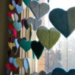 Фото 62: Гирлянда-штора из сердечек