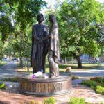 Фото 31: Памятник Святым Петру и Февронии в Омске