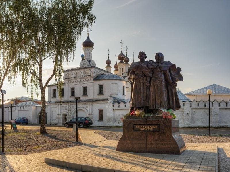 Памятник Святым Петру и Февронии в Муроме