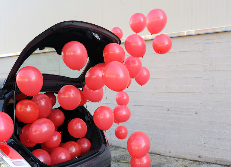 Сюрприз воздушные шары в машине