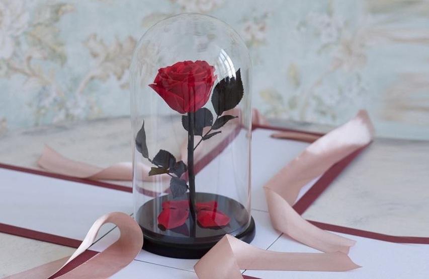 Вечная роза в подарок на 8 марта