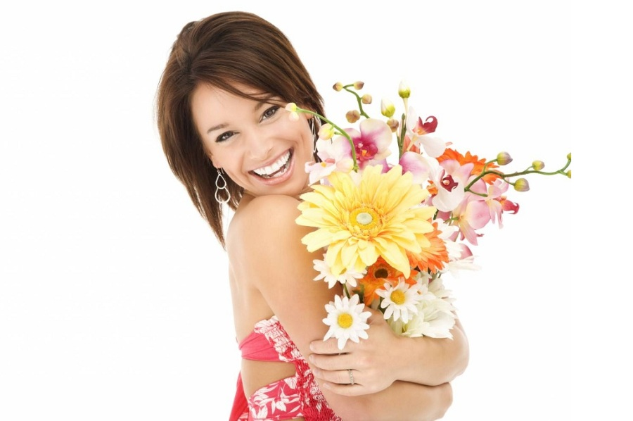 Поздравление женщин цветами на 8 марта