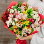Фото 117: Яркий букет из альстромерий и хризантем на 8 марта женщине