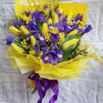 Фото 95: Букет из мимиозы с ирисами и тюльпанами на 8 марта