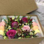 Фото 145: Подарочный набор цветы и сладости в коробке на 8 марта