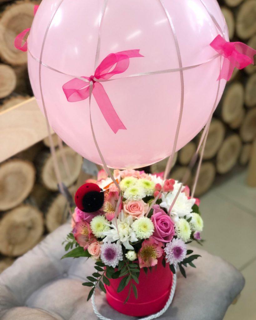 Букет с воздушным шаром на 8 марта