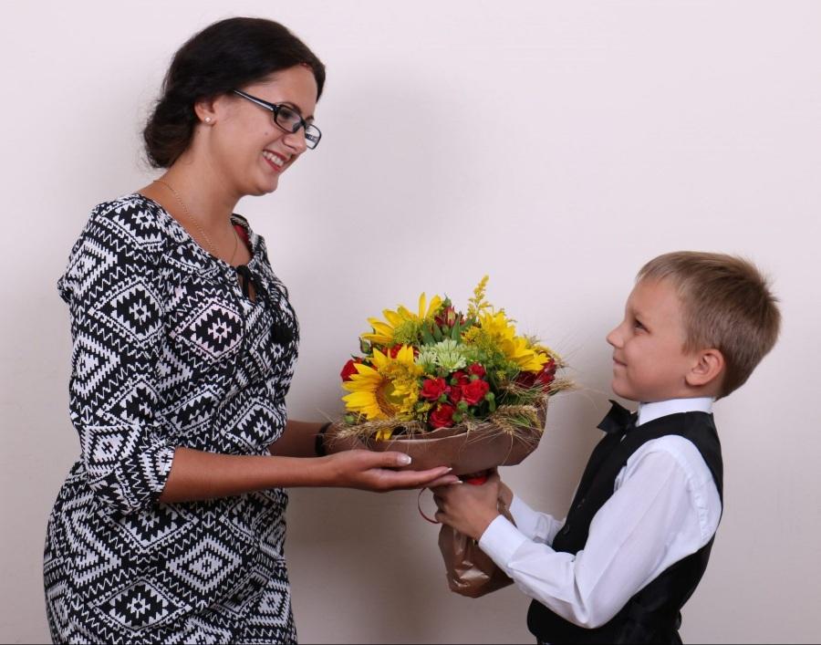 Цветы учителю на 8 марта