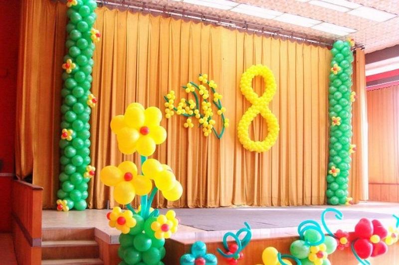 Украшение сцены на 8 марта воздушными шариками