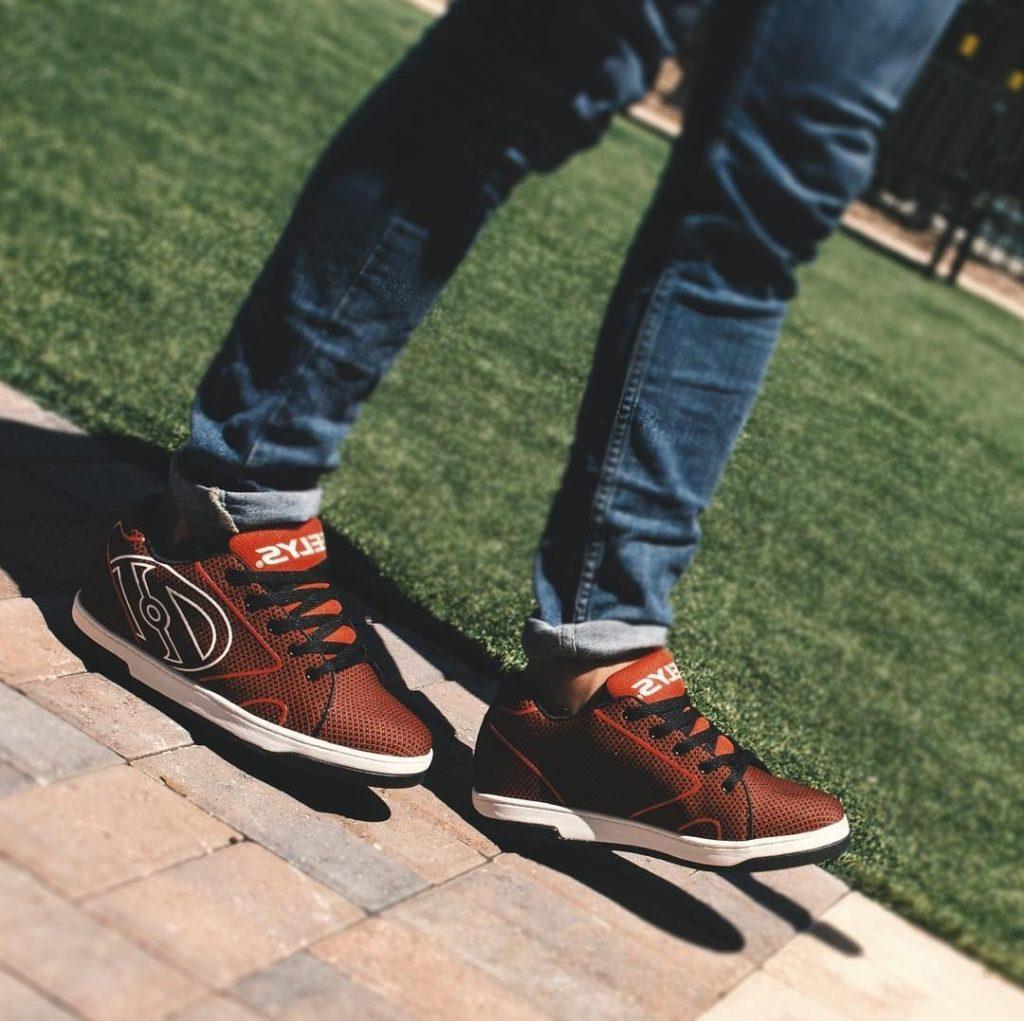 Подарить кроссовки heelys на колесиках ребенку