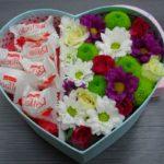 Фото 116: Подарок на 8 марта хризантемы и конфеты в коробке своими руками