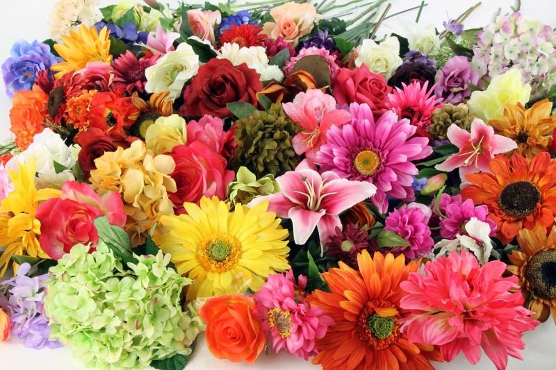 Разнообразие искусственных цветов