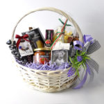 Фото 151: Корзинка с продуктами для мамы на 8 марта