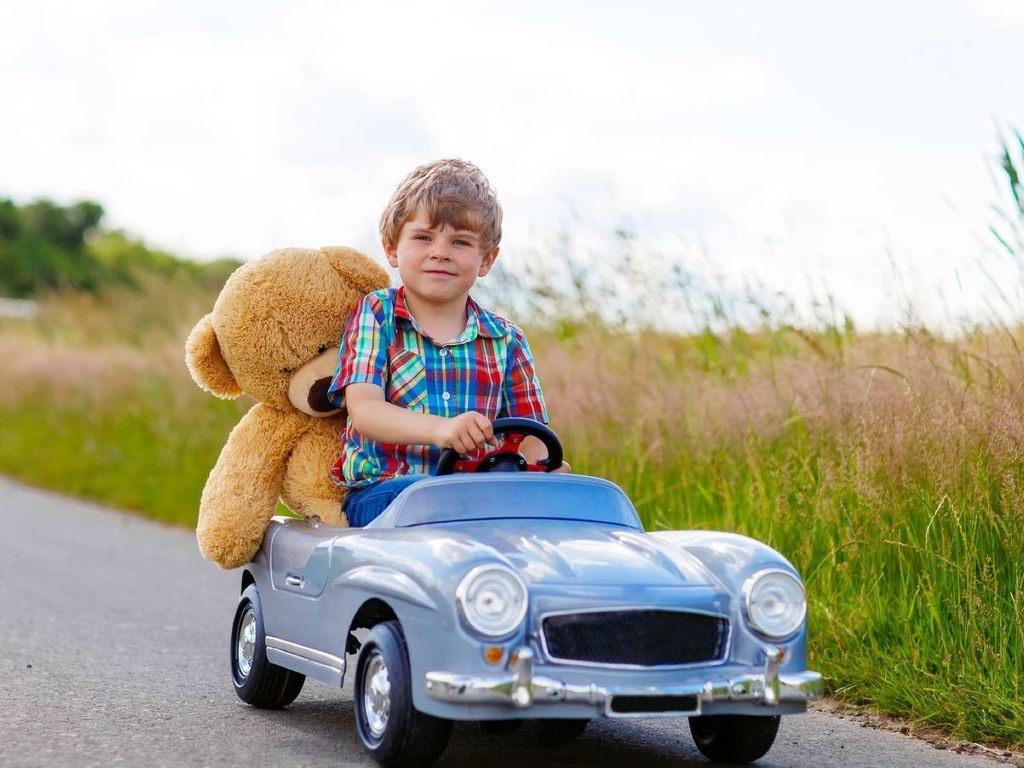 Подарить электромобиль ребенку на 23 февраля