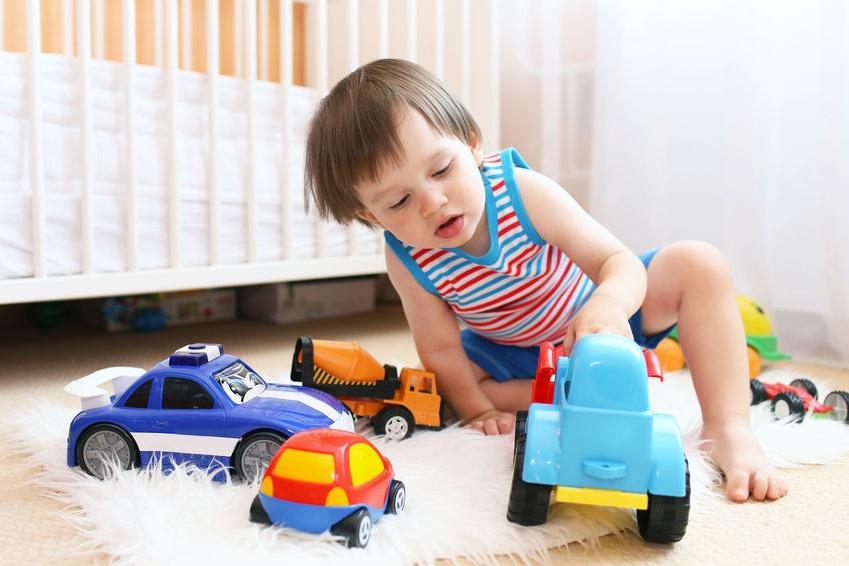 Подарить игрушечную машинку для мальчика