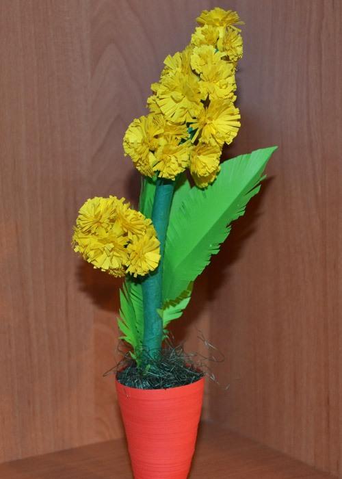 Сделать мимозу из бумаги в вазочке своими руками