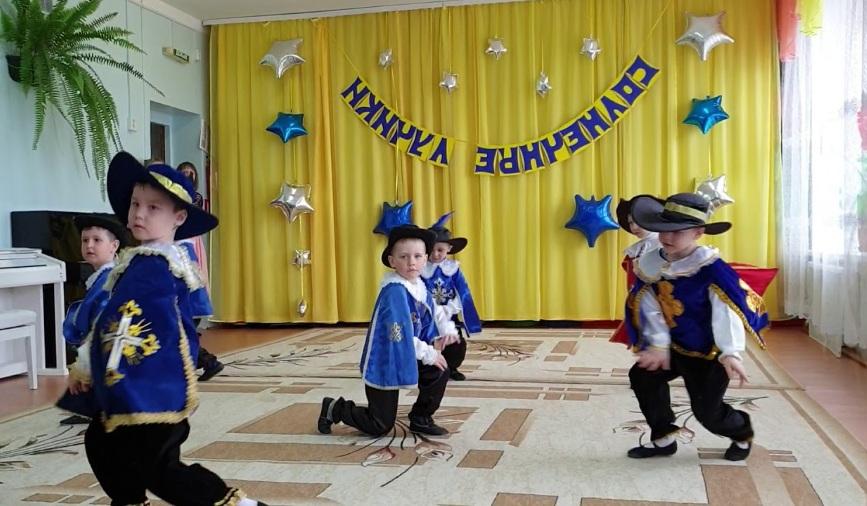 Выступление мушкетеров на 8 марта от мальчиков