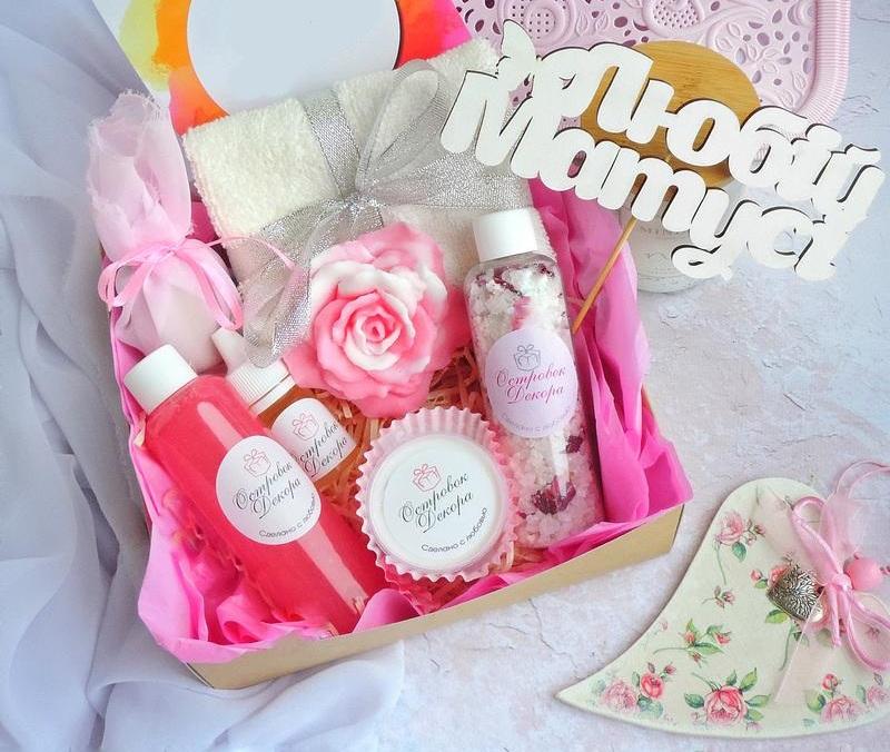 Подарочный набор косметики маме в подарок на 8 марта