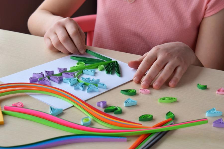 Изготовление открытки в технике квиллинг своими руками